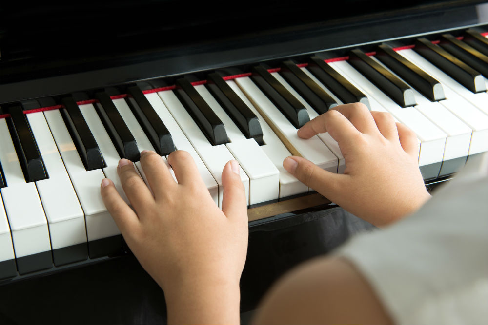 Learning to Play Piano Lessons for Beginners - آموزش آنلاین پیانو